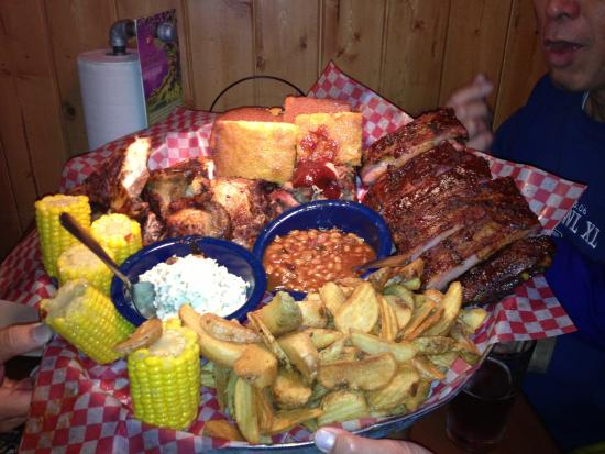 Famous Dave's Barbeque: The Feast at its finest!