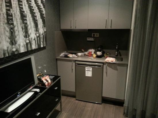 AC Hotel Victoria Suites: Kitchenette
