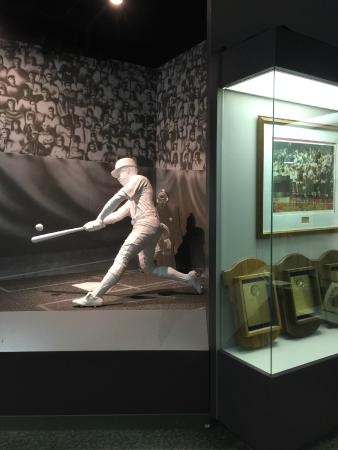 Alabama Sports Hall of Fame and Museum: statue
