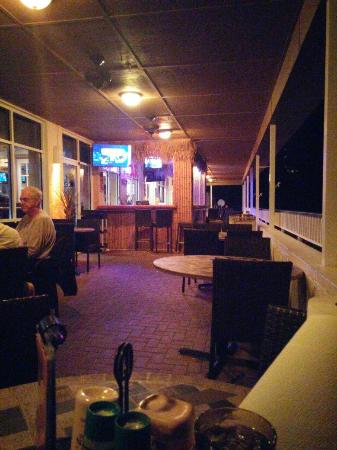 Sunset Grille: Outside evening dining