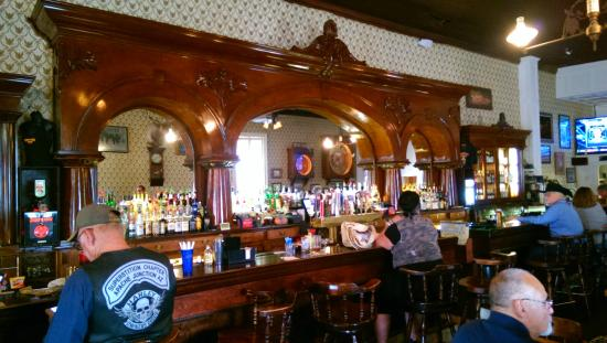 Crystal Palace Saloon and Restaurant : the amazing bar