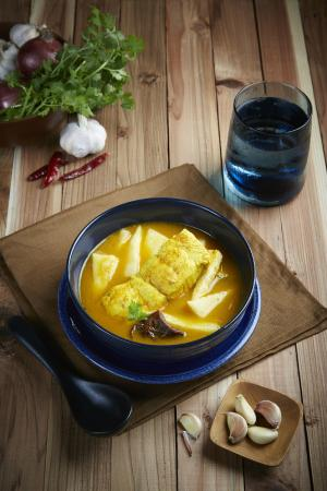 BEYOND THE SEA, Siamese Brasserie : Yellow Curry Sea Bass Fillet