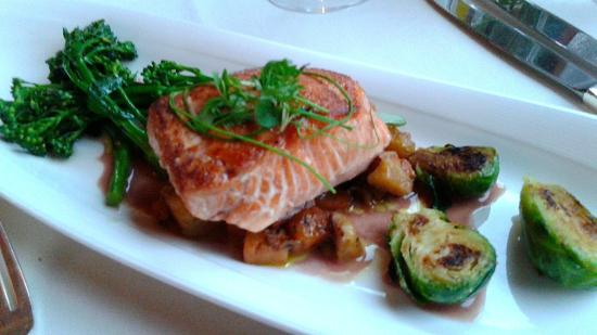 Stephanie Inn Dining Room : Spring Chinook Salmon
