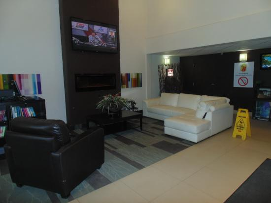 Super 8 Fort McMurray : Front lobby is clean & inviting. Very modern.