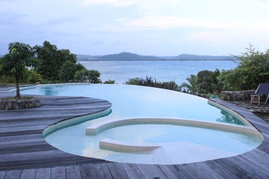BelindaBeach Lovely Boutique Hotel: swimming pool at sunset