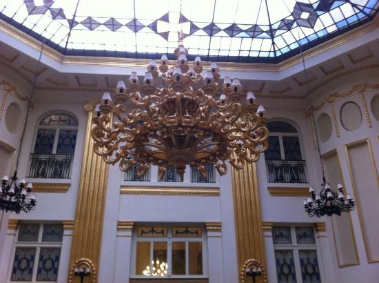 Civis Grand Hotel Aranybika: Lobby Architecture