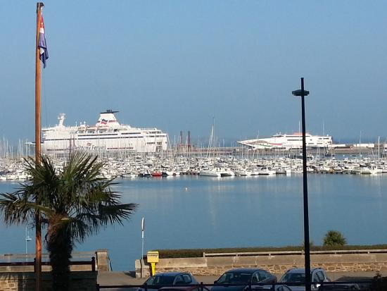 Manoir du Cunningham Hotel : Vue matinale du port