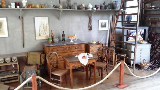 atelier cezanne picture of atelier cezanne aix en. Black Bedroom Furniture Sets. Home Design Ideas