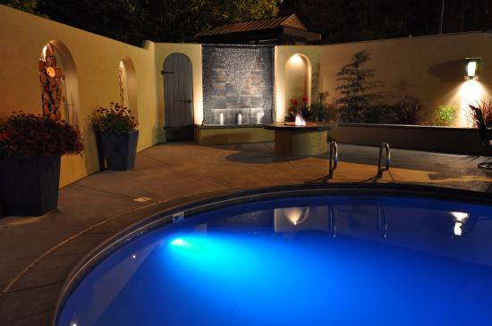 The Palm: Poolside Firepit & Fountains