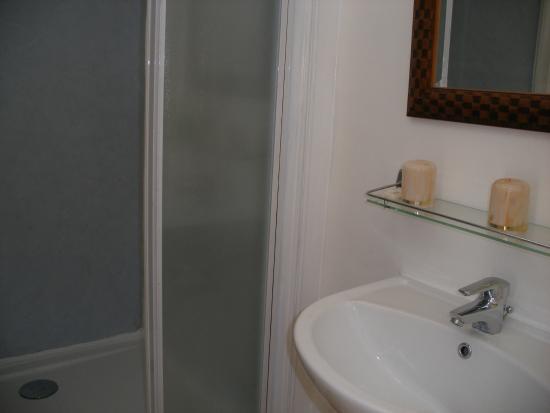 Hotel Modern: salle de douche