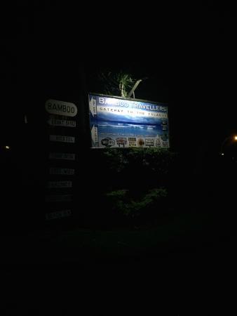 Capricorn Apartment Hotel: sign