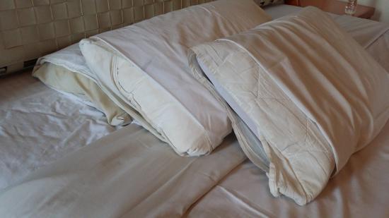 JA Residence Hotel: dirty pillow