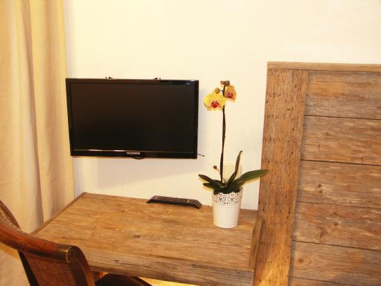 Hotelpension Haus am Bach: Schreibtisch im Zimmer