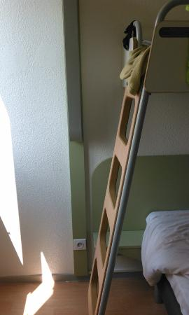 Ibis Budget Aix en Provence Les Milles: Лестница на второй ярус кровати