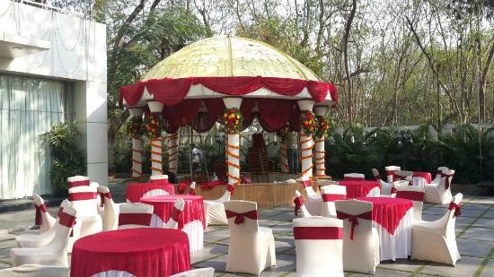 Phoenix Hotel: Wedding Location - Lawn