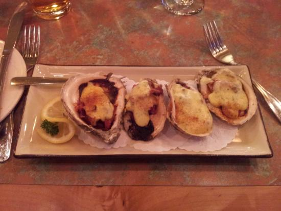 MT's Local Kitchen & Wine Bar: My oysters - yummy!
