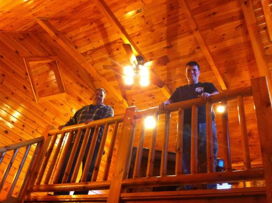 White Oak Lodge & Resort: The loft, boys playing pool