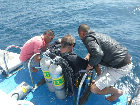Dive Aqaba: Entering the water- a lot of weight with those doubles!