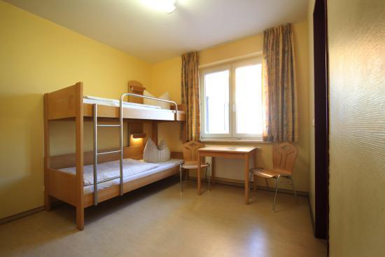 Djh jugendherberge warnem nde bewertungen fotos for Hotel warnemunde familienzimmer