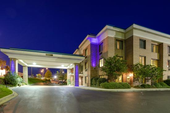 Holiday Inn Express I-20 at Clemson Road: Hotel Night
