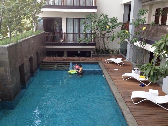 balcony view - Rekomendasi Penginapan Mewah dan Murah Di Bogor