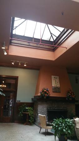 Edgewater Hotel: Lobby Lounge