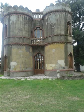 Torre Cespedes (Torre de los cuatro petalos)