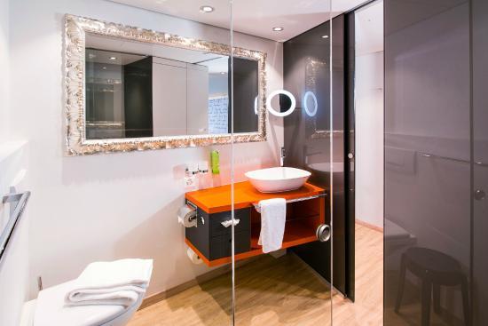 arte style badezimmer viel luxus mit regendusche bild von hotel arte olten tripadvisor. Black Bedroom Furniture Sets. Home Design Ideas