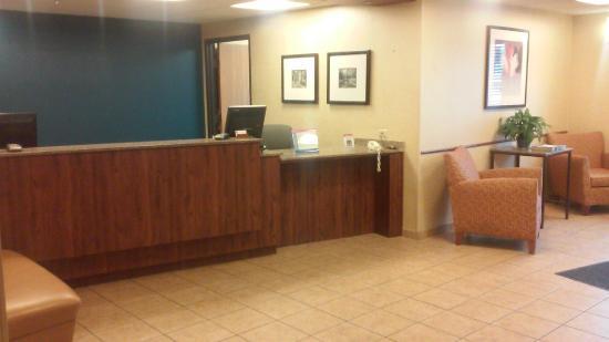 Motel 6 Naperville: Lobby