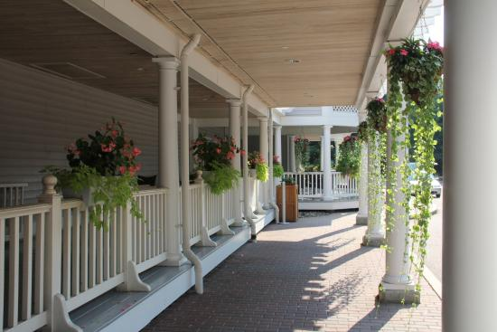 Two Trees Inn: Enjoy your coffee on our deck!