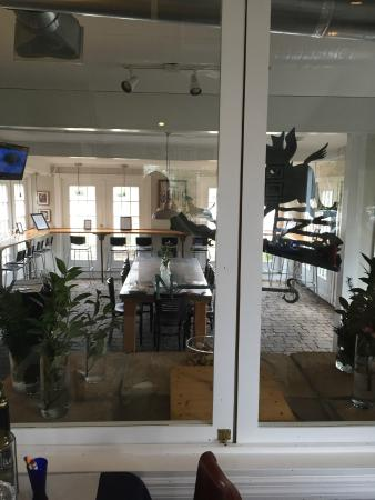 Landrum, SC: Wine Bar, Communal Table