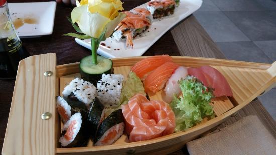 Barca sushi fotograf a de kanji ristorante giapponese for En ristorante giapponese