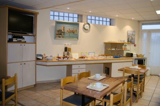 Hotel Le Rochelois : salle de petit dejeuner
