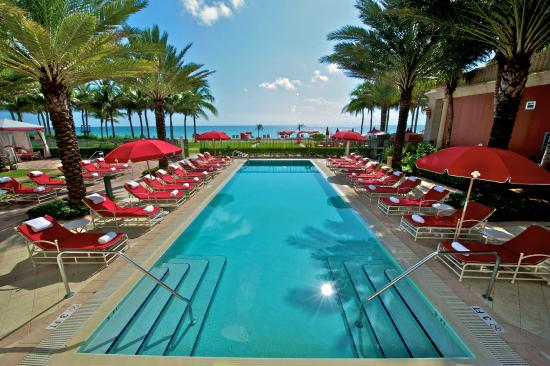 Acqualina Resort & Spa on the Beach: Recreational Pool