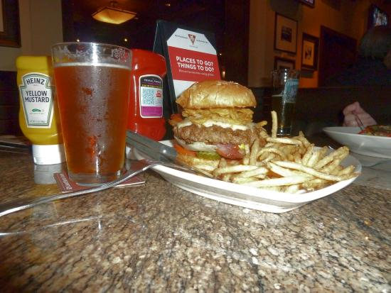 BJ's Restaurant & Brewhouse: Ein prima Burger!