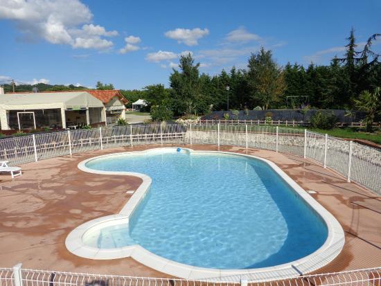 Calmont, Γαλλία: piscine chauffée