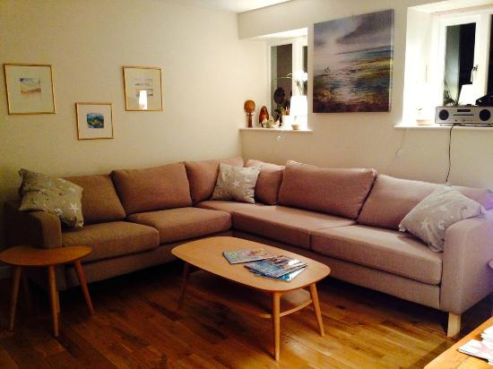 Manorbier Bed and Breakfast: Guest sitting room
