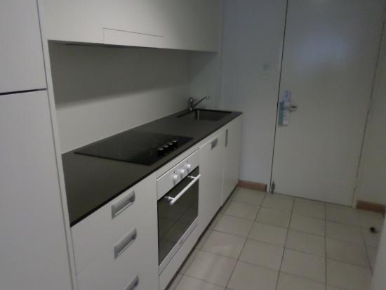 Salamanca Inn: Kitchen and entrance