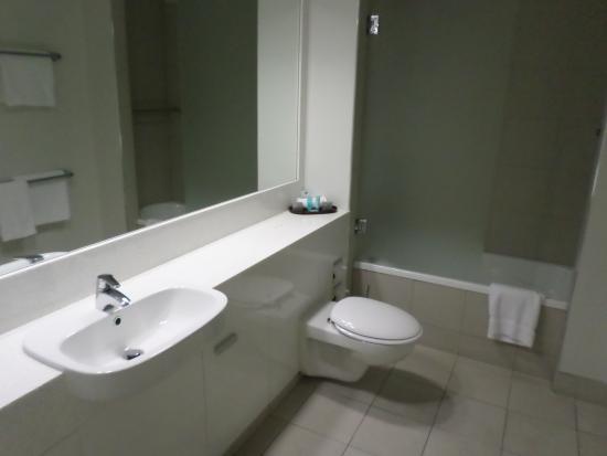 Salamanca Inn: Bathroom