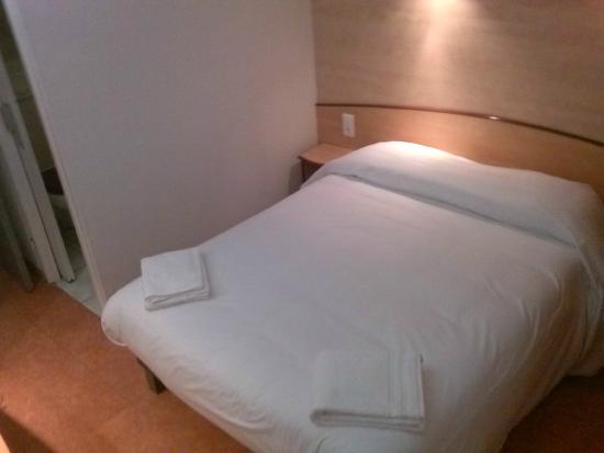 Hotel Restaurant Acotel Confort : lit double