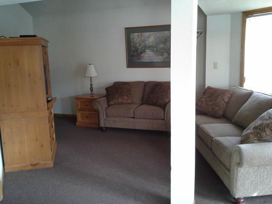 Holiday Shores Resort : Living room