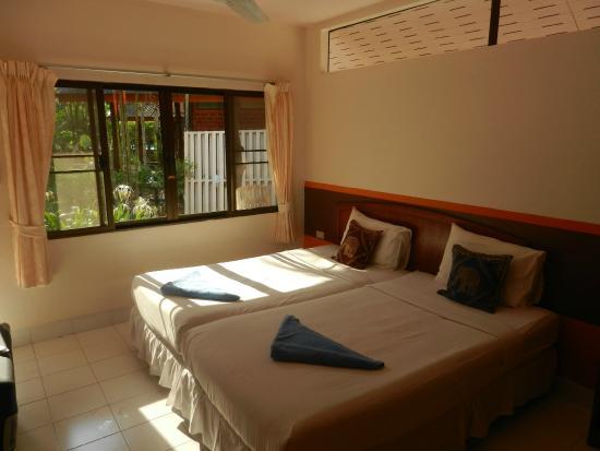 Green View Village Resort: lit