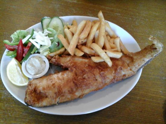The Craster Arms Restaurant: Giant  cod & chips