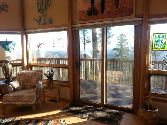 Whispering Pines Bed and Breakfast : Livingroom view
