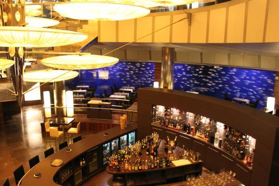 Submarine restaurant valencia bild von submarino for Aquarium valencia bar