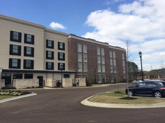 SpringHill Suites Jackson Ridgeland/The Township at Colony Park : Other side of hotel