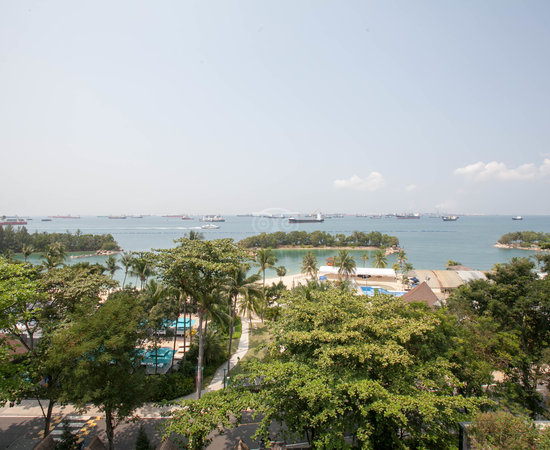 how to get to siloso beach resort
