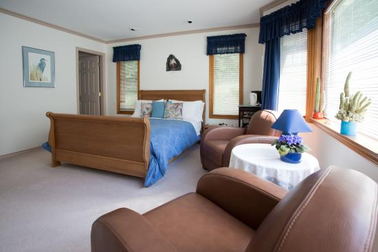 Cobble House Bed & Breakfast: Our Heron Room can accommodate up to 4 people