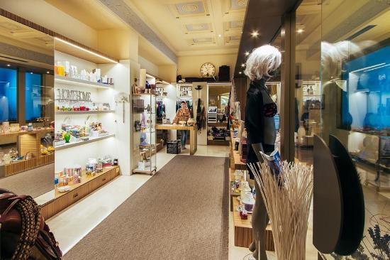 Grand Hotel Terme: …. la galleria con la boutique...