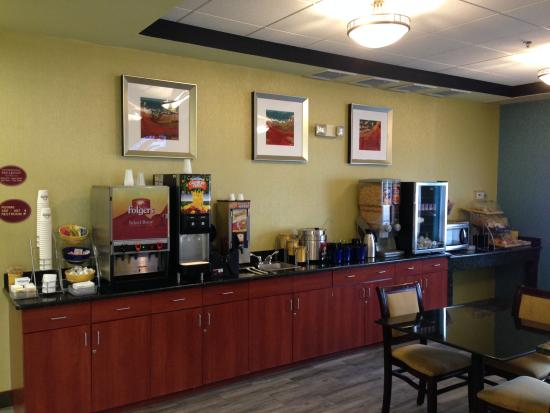 Days Inn Poughkeepsie: Breakfast Area